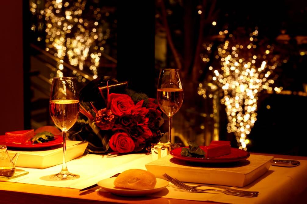 Как организовать романтический вечер дома: 10 стоящих идей