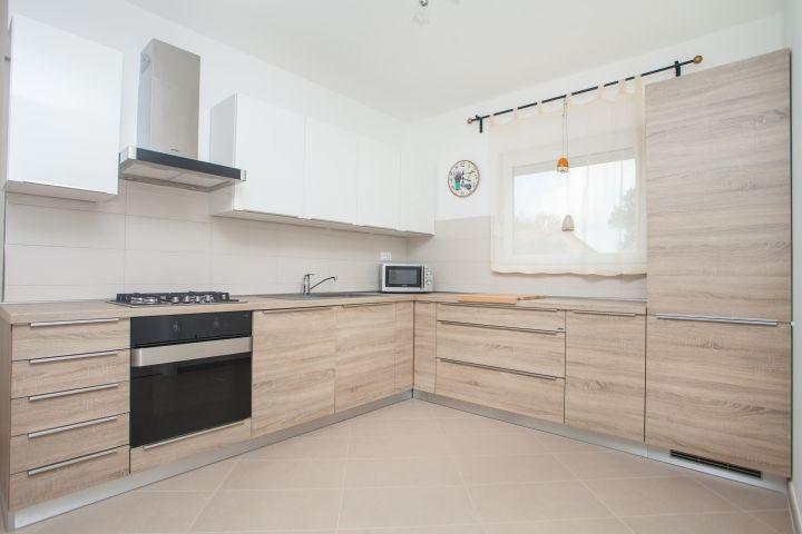 Кухня под дерево: материалы поверхностей, стили