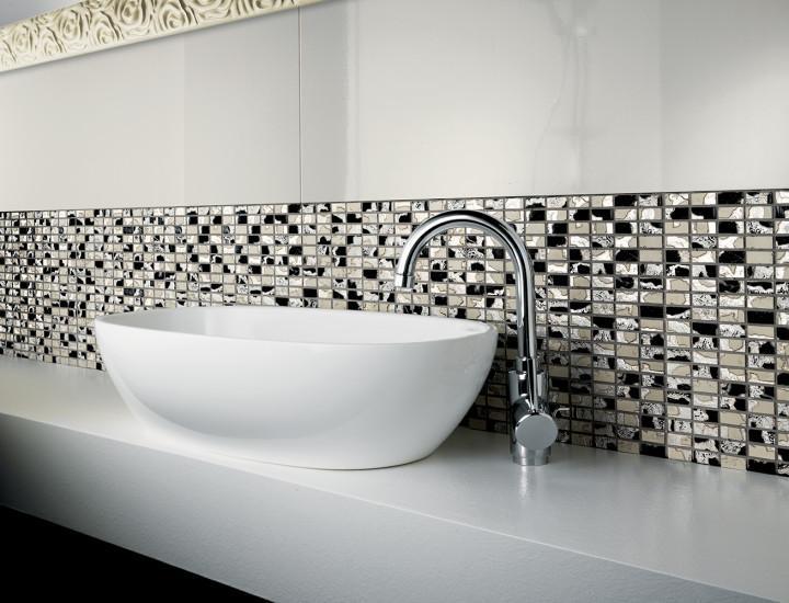 Мозаика в ванной: выбор материала, стиля и способа укладки