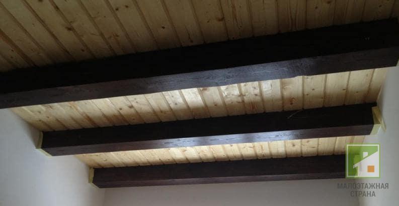 Черновой потолок по деревянным балкам лучшее решение