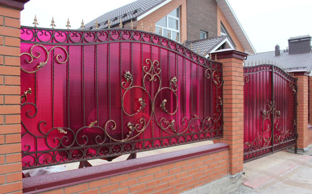 Красивый забор - начало красивого дома: варианты на любой бюджет