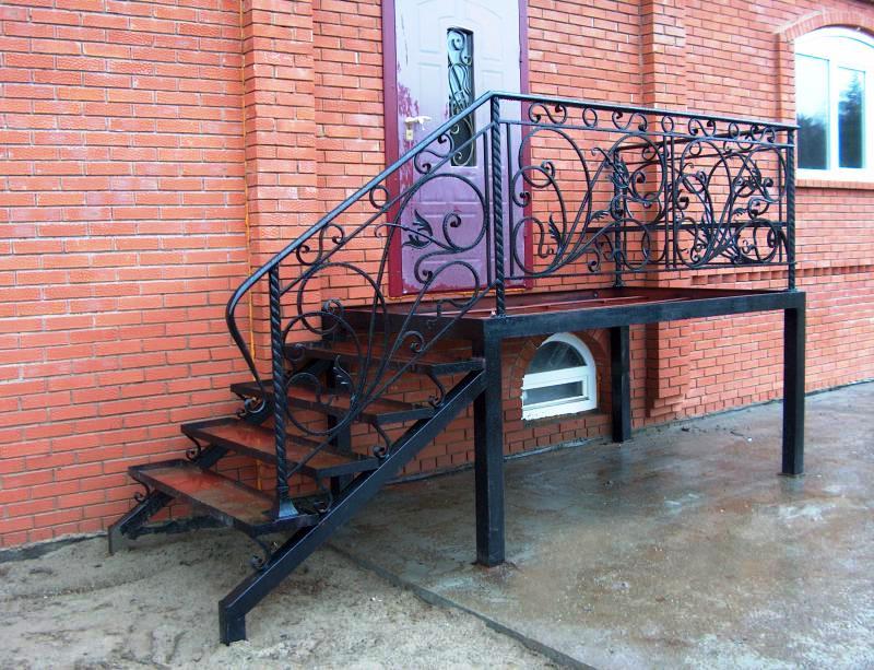 лестница уличная в дом металл
