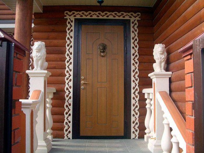 Металлическая дверь тоже может выглядеть интересно