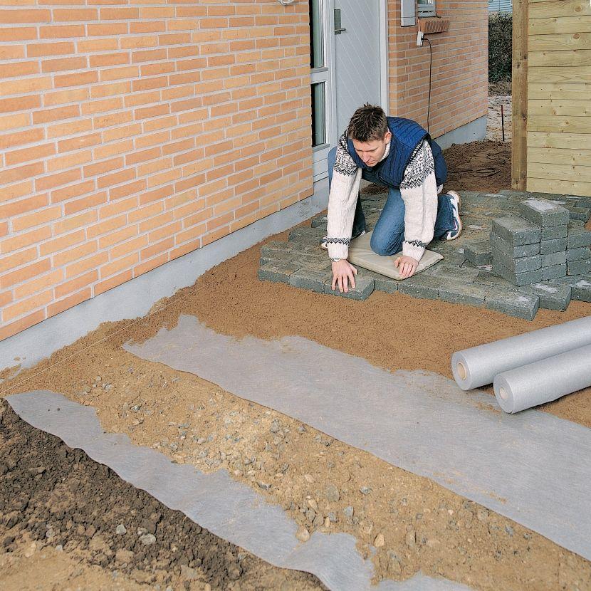 чем заменить геотекстиль при укладке тротуарной плитки
