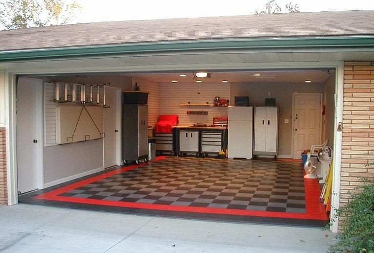 Дверь в дом из гаража