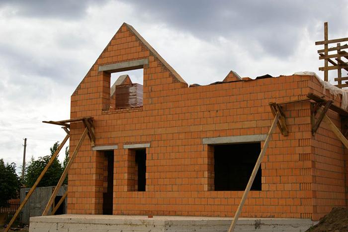 Из какого материала строить дом для постоянного проживания