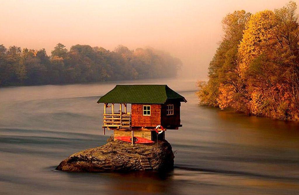 mini-dom-otlichiya-podobnykh-proektov-i-primery-gotovykh-postroek-5 Красивые дома и коттеджи: материалы для отделки и проектирование