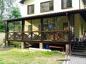 osteklenie-verandy-i-terrasy-vazhnye-osobennosti-ispolzuemoe-steklo-i-dopolnitelnye-materialy-foto-i-28068.jpg