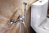 gigienicheskiy-dush-v-tualete-naznachenie-raznovidnosti-varianty-razmeshcheniya-366917.jpg
