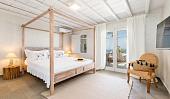 Спальня с зеленой кроватью, выбор основных и дополнительных цветов для интерьеров в разных стилях - 28 фото21