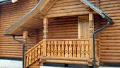 kryltso-derevyannogo-dachnogo-doma-raznovidnosti-materialy-i-primery-dizayna-28038.jpg