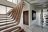 Мраморные лестницы в интерьере, достоинства и недостатки материала, возможности декорирования - 19 фото19