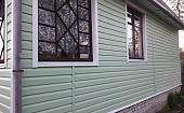 kak-otdelat-okno-saydingom-osobennosti-obshivki-s-otkosami-i-bez-nikh-803494.jpg