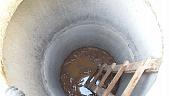 vygrebnye-yamy-dlya-tualeta-na-dache-obzor-konstruktsiy-i-materialov-foto-62606.jpg