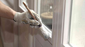 Можно ли красить пластиковые окна и чем, выбор краски, подготовка к окрашиванию, технология нанесения - 12 фото9