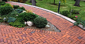tekhnologiya-ukladki-trotuarnoy-plitki-vybor-materiala-i-etapy-montazha-foto-60378.jpg