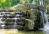 iskusstvennyy-vodopad-na-priusadebnom-uchastke-preimushchestva-i-osobennosti-832325.jpg