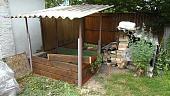 4-sposoba-kak-sdelat-kompostnuyu-yamu-na-dache-i-pravilno-eye-obustroit-363095.jpg
