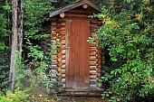 derevyannyy-tualet-dlya-dachi-vybor-mesta-i-razmerov-konstruktsiya-i-montazh-primery-dizayna-foto-57072.jpg