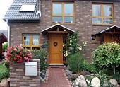 krasivye-kirpichnye-doma-raznovidnosti-materiala-preimushchestva-i-nedostatki-kirpichnoy-oblitsovki--38028.jpg