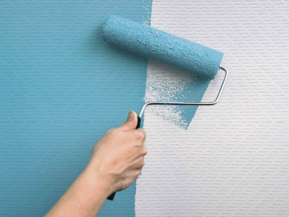 Как перекрасить обои: от правильного выбора полотен до рекомендаций по окрашиванию