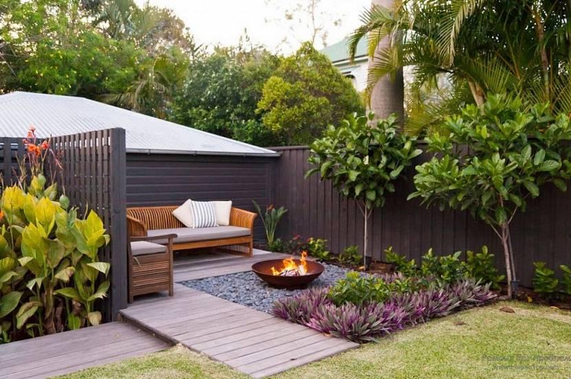Уютный небольшой дворик разместиться на минимальной площади