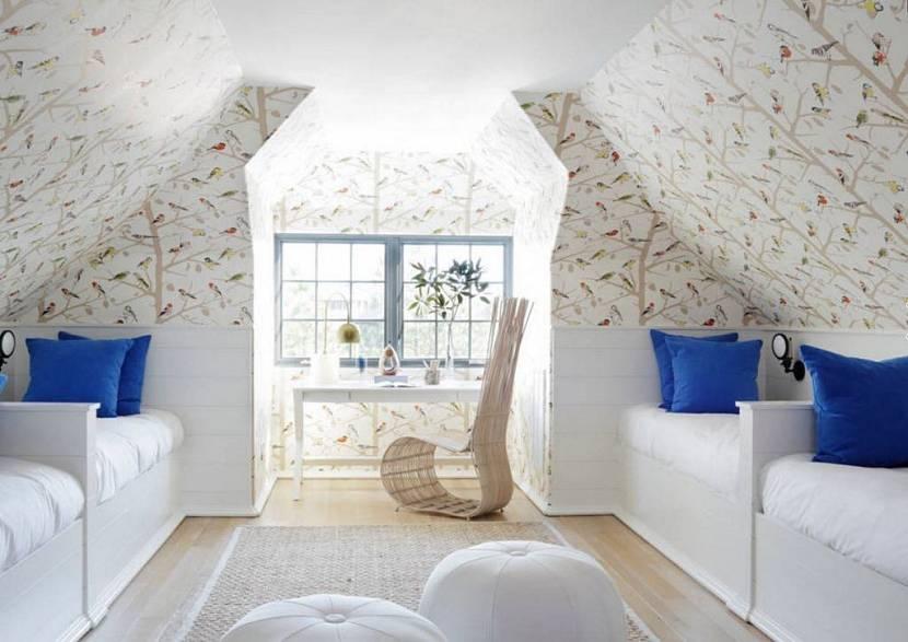 необычное решение потолка мансарды