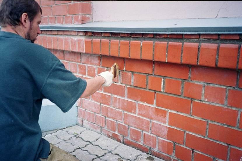 чем можно покрасить кирпичный дом снаружи