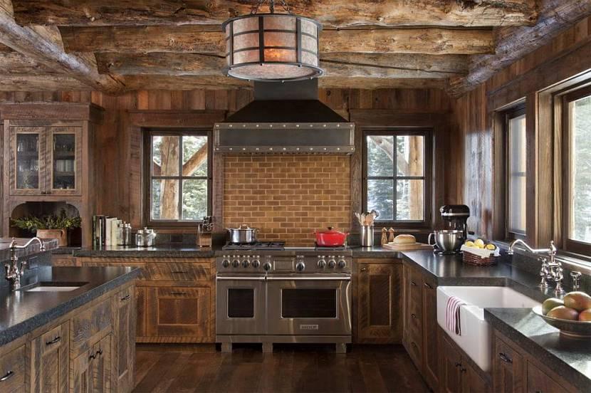 дизайн кухни в доме из бруса