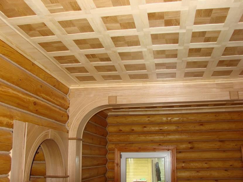 чем обшить потолок в деревянном доме