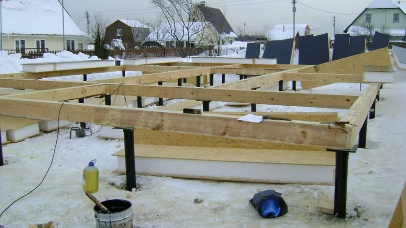 Свайный фундамент под дом из сип панелей