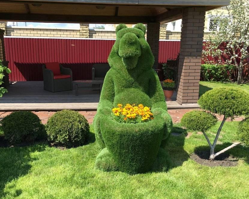 зеленые фигуры из искусственного газона для сада