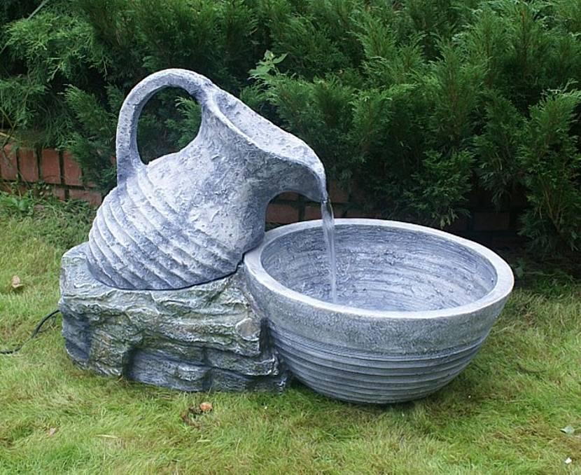 фонтан в пруду на даче