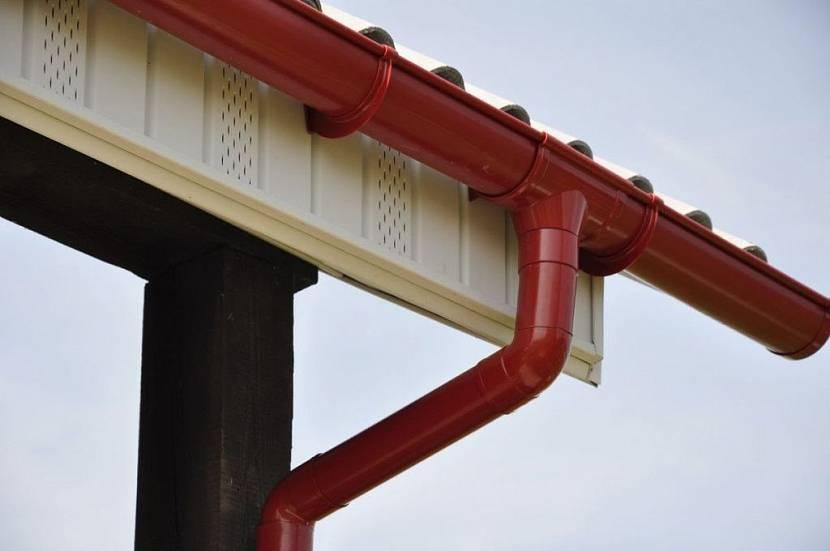 ремонт водостока на крыше частного дома