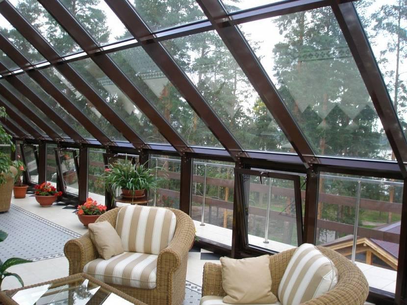 Наличие откидных окон обеспечивает вентилирование помещения
