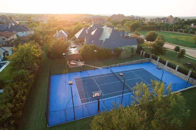 Элитный особняк с теннисным кортом