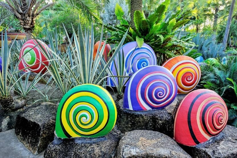 какой краской покрасить садовые фигурки