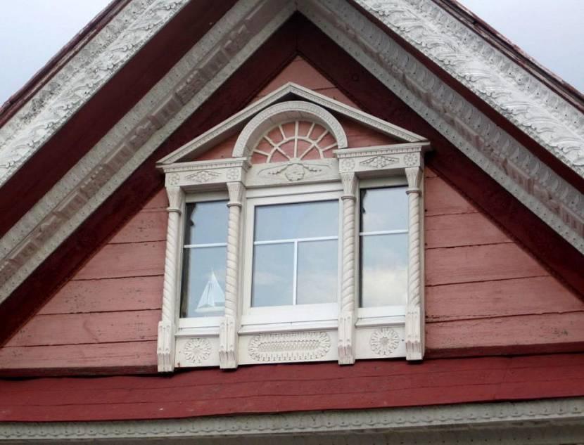 слуховое окно в мансардной крыше