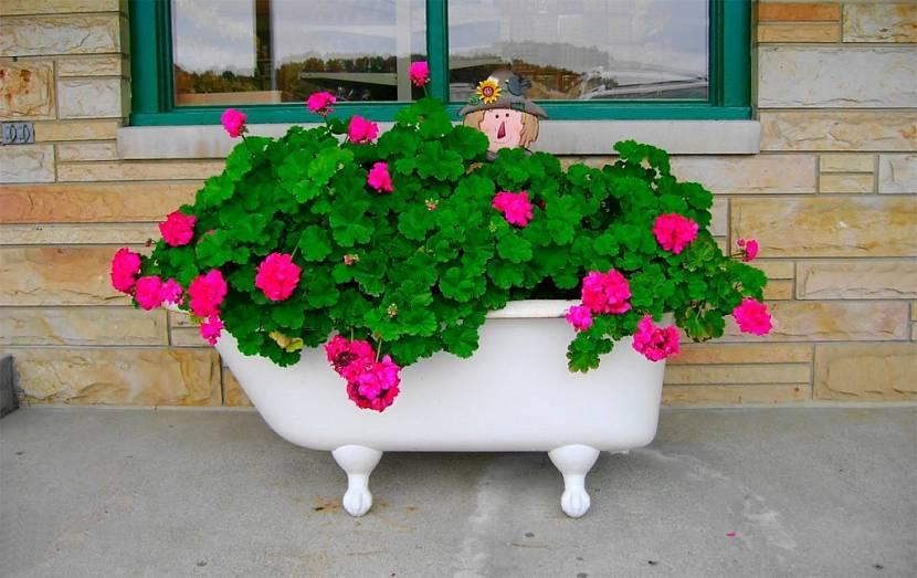клумба из ванны