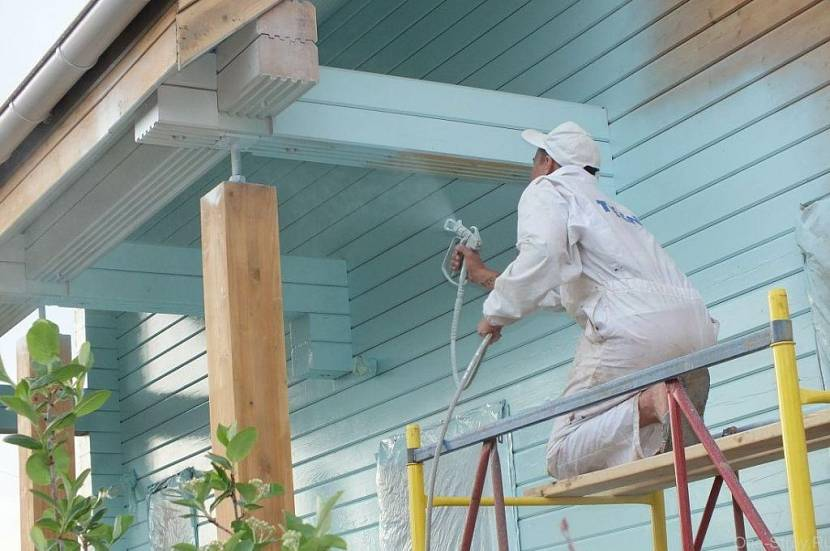 чем покрасить дом из клееного бруса снаружи