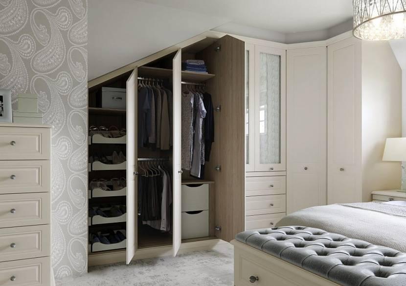 шкаф для мансарды