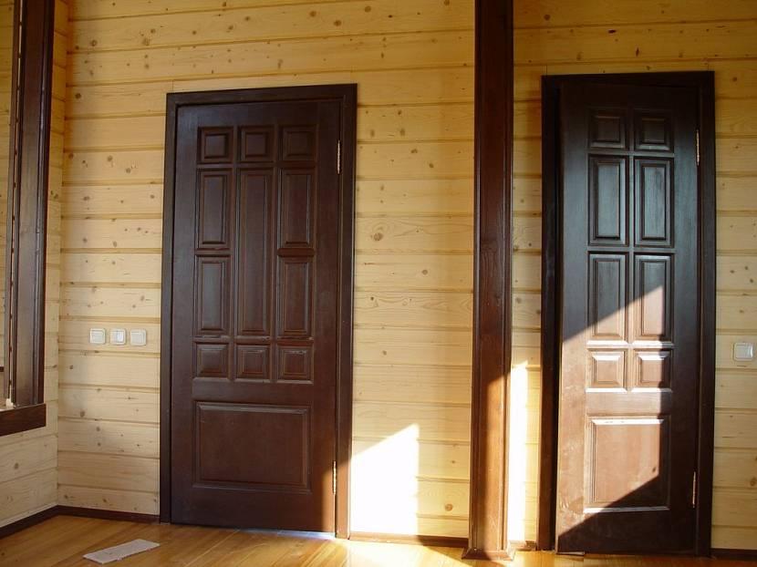 Установка дверей в деревянном доме - сложный и ответственный процесс