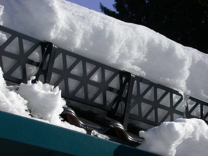 установка снегозадержателей