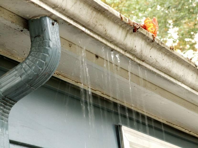 ремонт водостоков крыши