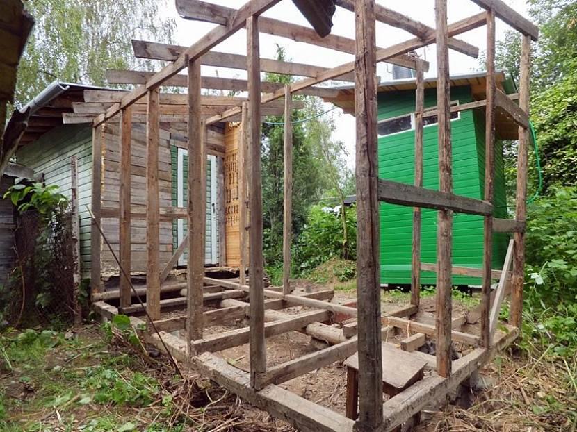 деревянный навес к сараю