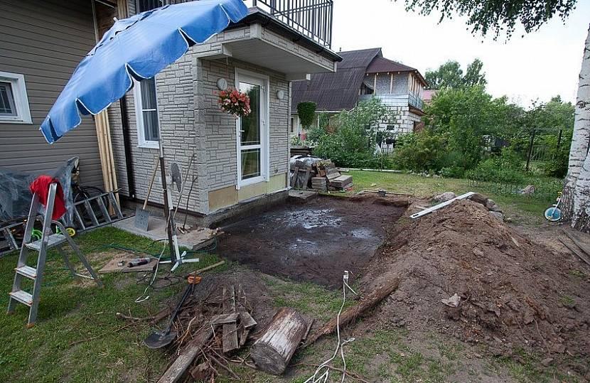 Перед началом работ нужно подготовить строительную площадку