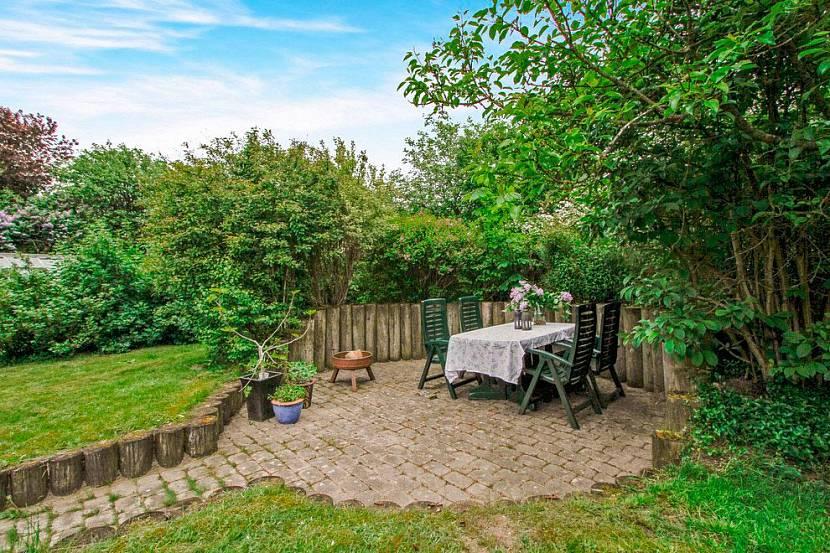 Мебель в скандинавском саду