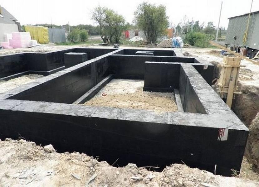 Фундамент на стройке
