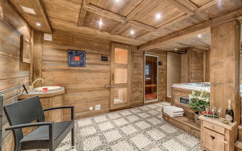 Деревянное оформление стен и потолка