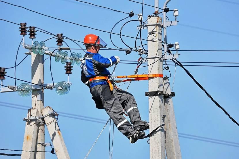 Установка столба и подключение электричества зависит от местонахождения участка